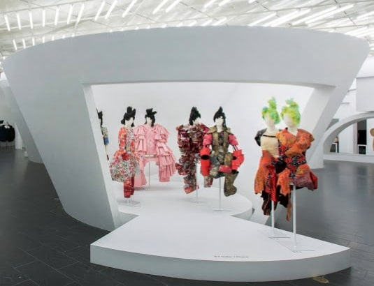 Rei-Kawakubo-The-Metropolitan-Museum-of-Art